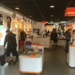 Blik in de moderne VVV Marketing Groningen shop